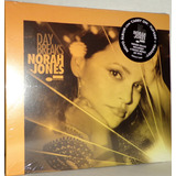2 Cds Norah Jones   Day Breaks   Featuring Norah Jones
